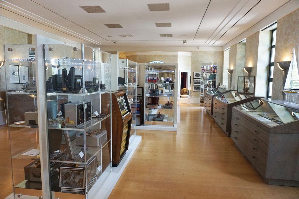 Showroom mit den Produkten der ersten Jahrzehnte