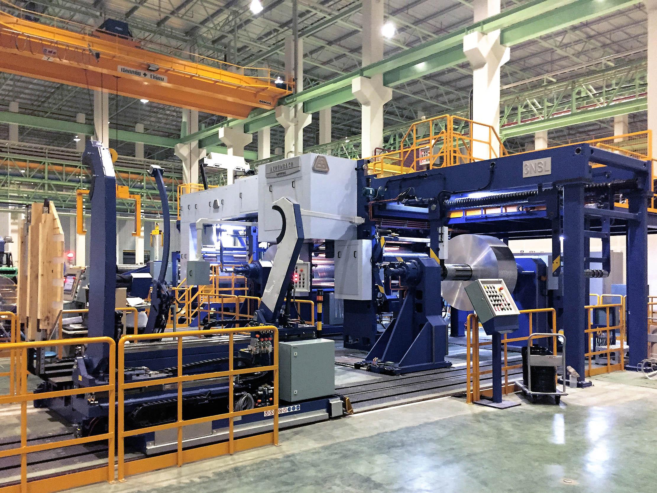 Schneidmaschine OPTIFOIL HeavySlit zur Verarbeitung stärkerer Aluminium- und Buntmetallfolien zu sehr großen Fertigrollen